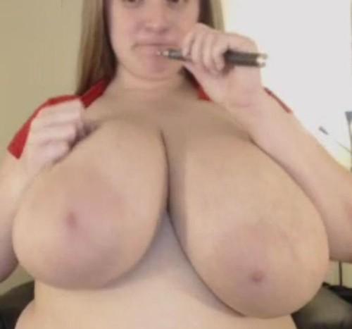 Sarah Rae – Plays with her Huge Boobs On A Webcam 14 mins