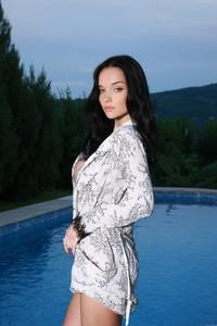 Eugenia-Diordiychuk-aka-Jenya-D.-aka-Katie-Fey-at-the-Pool-Ledge-s52dk6imcx.jpg
